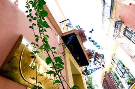 Hotel Un Patio En Santa Cruz Hotel De 2 Estrellas En Sevilla